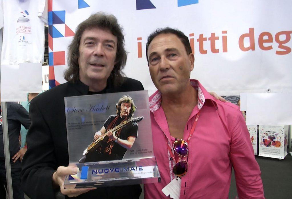 Steve Hachett - chitarrista dei mitici Genesis - premiato da Sabino Mogavero